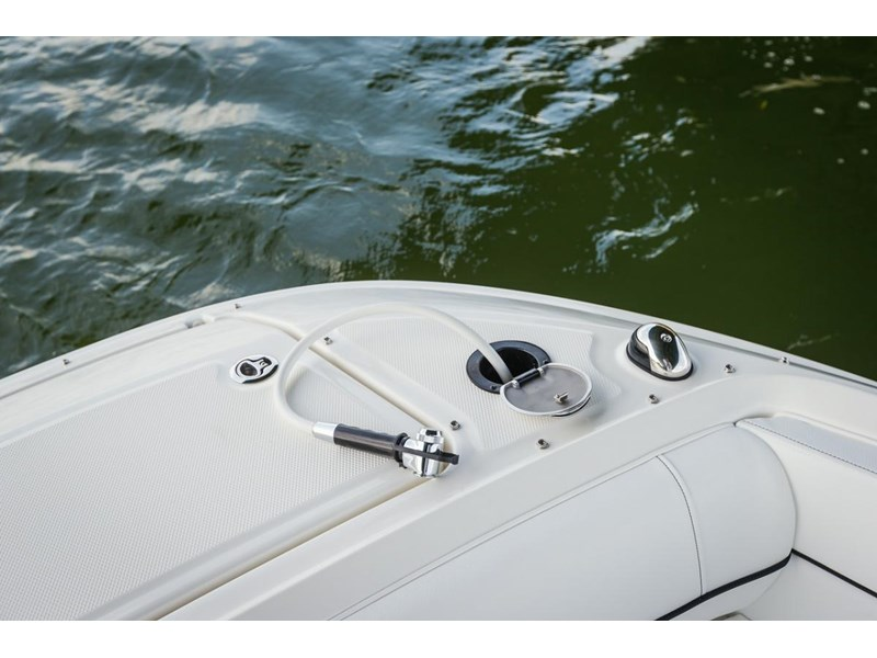 sea ray 220 sundeck 295890 025