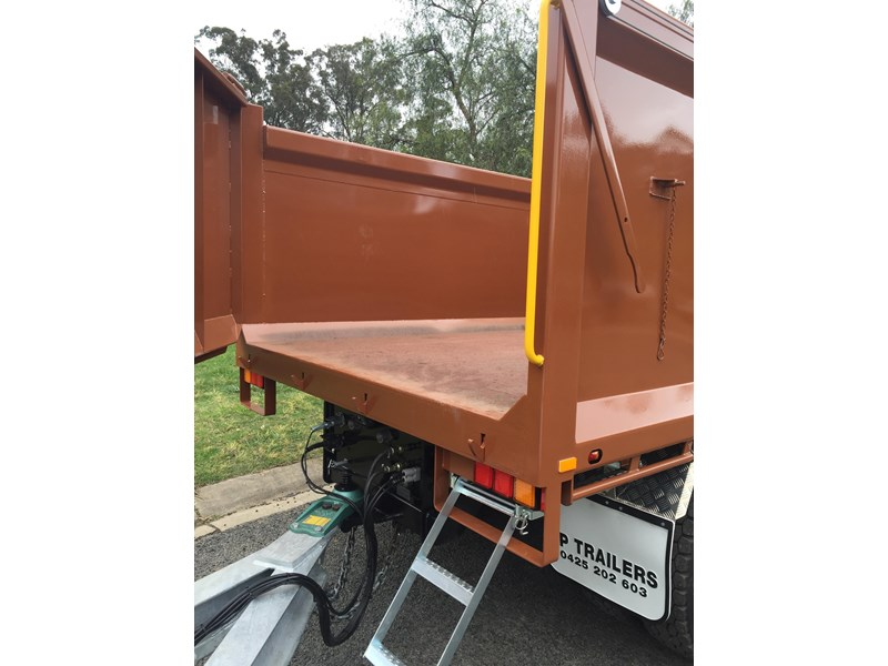 jp trailers galvanised mini tag trailer plus brown tipper 425289 014