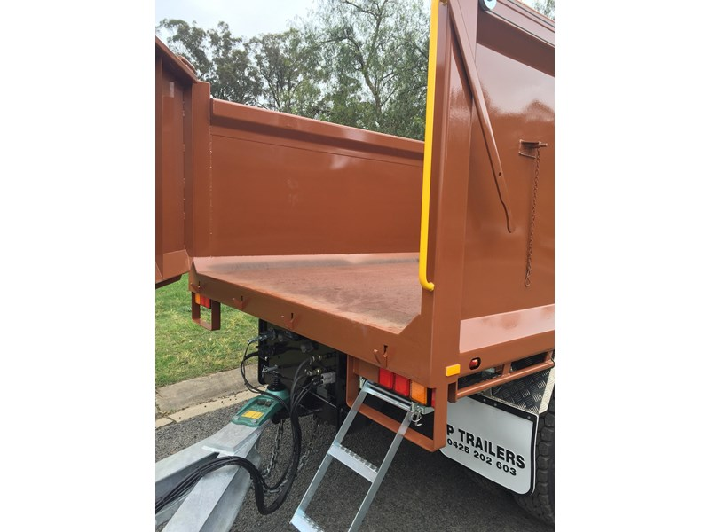 jp trailers galvanised mini tag trailer plus brown tipper 425289 015