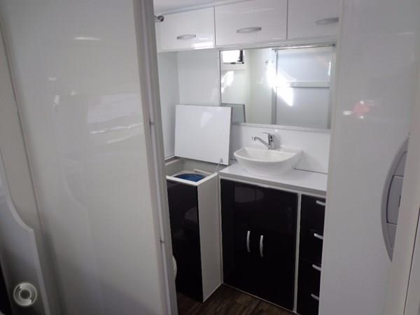 leader caravans palladium 23 ensuite slide out bedroom 427203 009