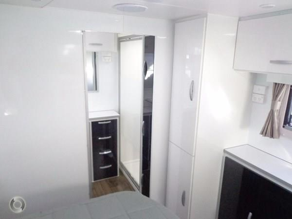 leader caravans palladium 23 ensuite slide out bedroom 427203 012