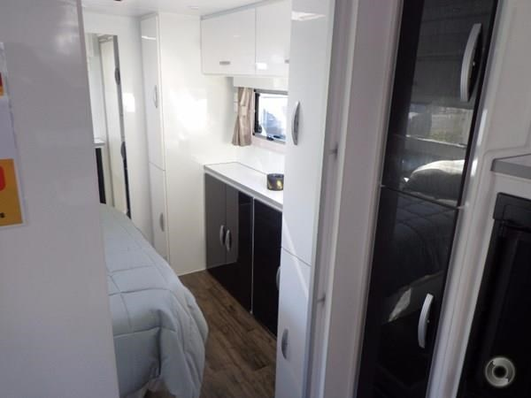 leader caravans palladium 23 ensuite slide out bedroom 427203 017