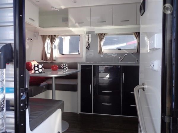 leader caravans palladium 23 ensuite slide out bedroom 427203 022
