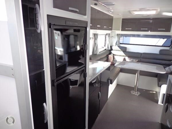 leader caravans palladium 24 centre ensuite club lounge 427209 007