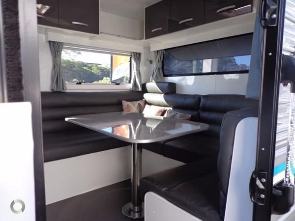 leader caravans palladium 24 centre ensuite club lounge 427209 008