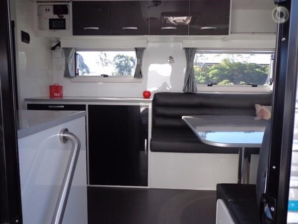 leader caravans palladium 24 centre ensuite club lounge 427209 010