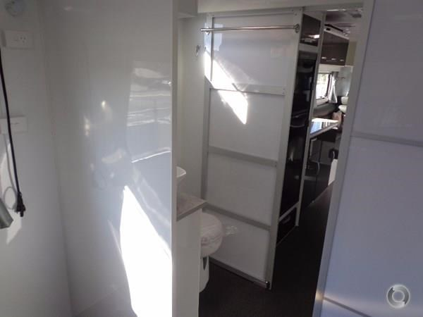 leader caravans palladium 24 centre ensuite club lounge 427209 018