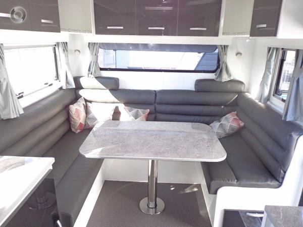 leader caravans palladium 24 centre ensuite club lounge 427209 019