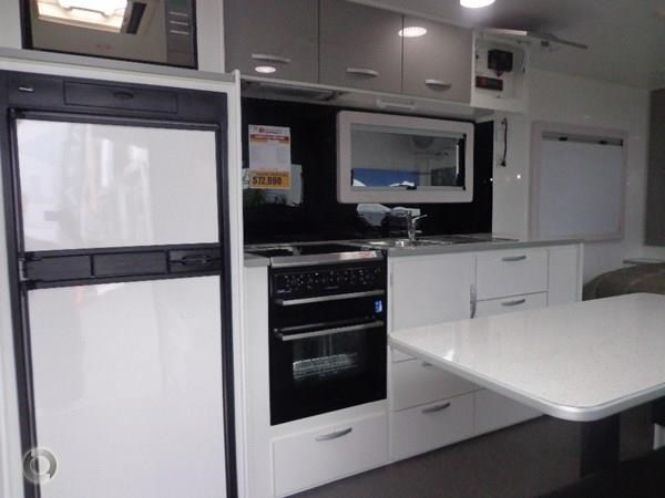 leader caravans gold 22 family triple bunks ensuite 427213 009