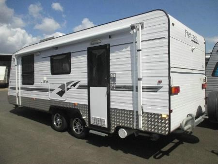 retreat caravans fraser 427497 002