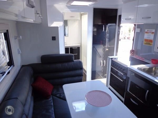 leader caravans gold 20'6 club lounge ensuite 427724 011