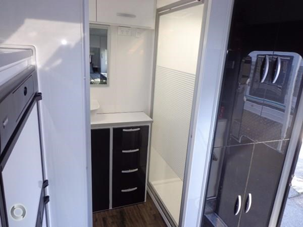leader caravans gold 20'6 club lounge ensuite 427724 014