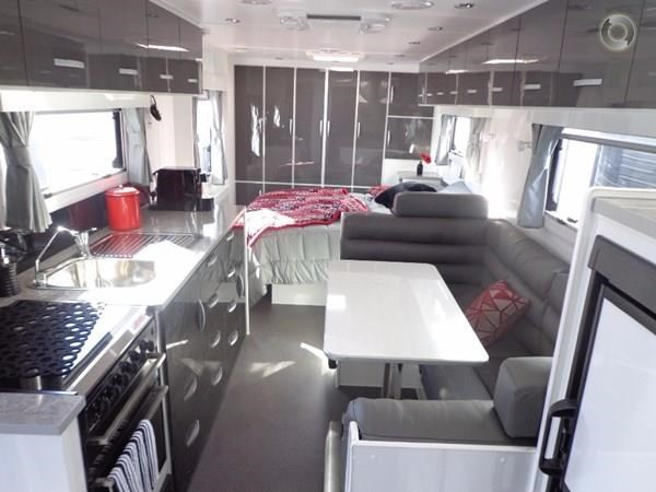 leader caravans palladium 22'6 ensuite east west bed club lounge 427725 001