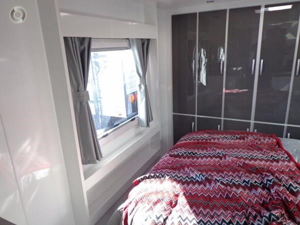 leader caravans palladium 22'6 ensuite east west bed club lounge 427725 002