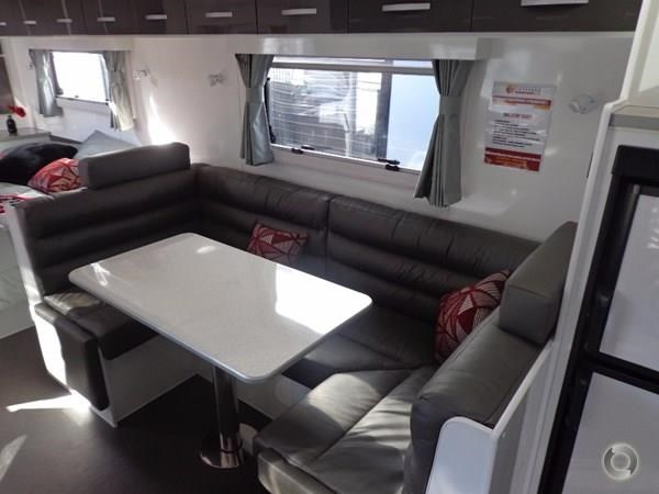 leader caravans palladium 22'6 ensuite east west bed club lounge 427725 020