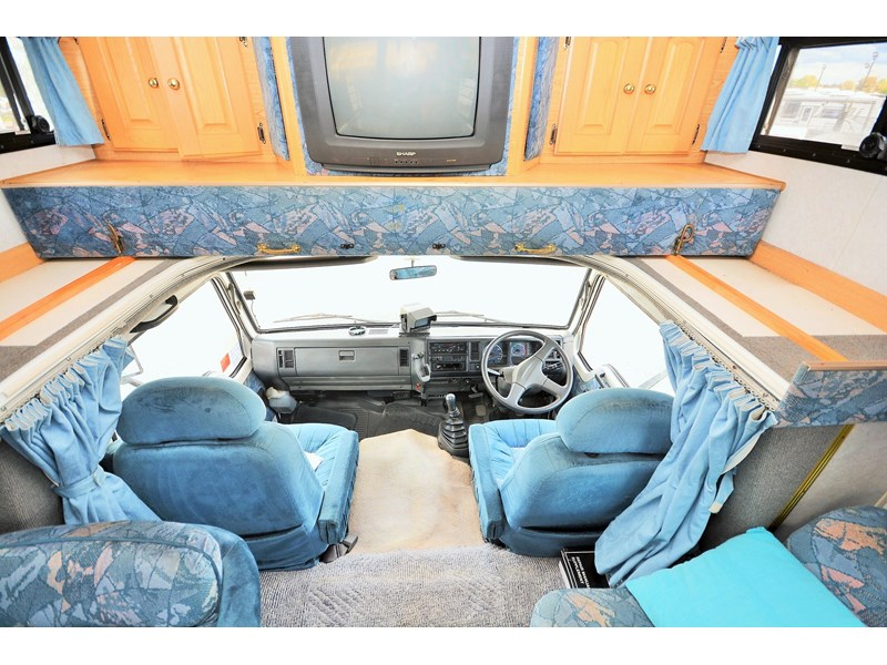 mazda winnebago alpine 428651 018