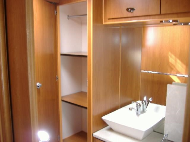 colorado caravans summit full ensuite, single beds 429575 006