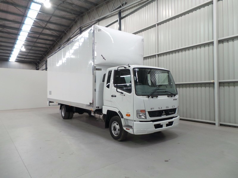 fuso fighter 1024 430897 008