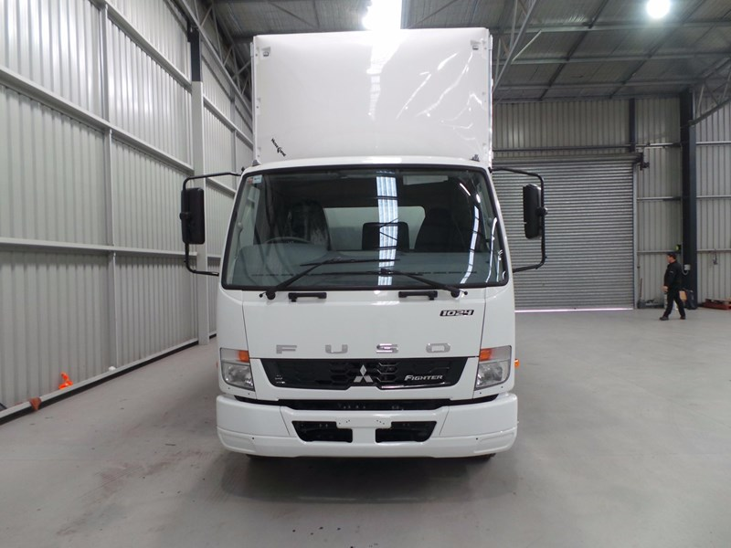 fuso fighter 1024 430898 008
