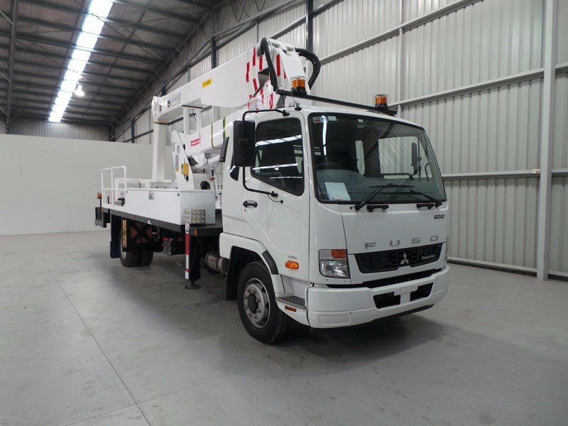 fuso fighter 1424 430874 008
