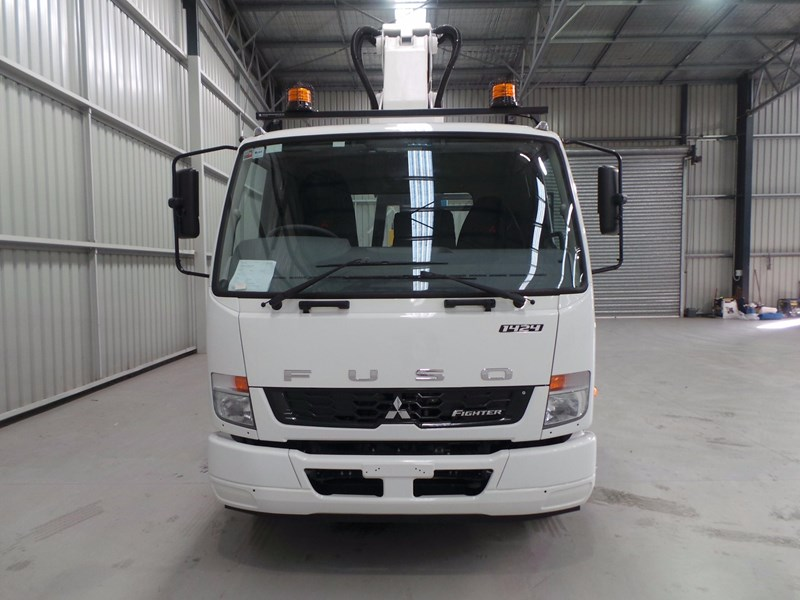 fuso fighter 1424 430874 009