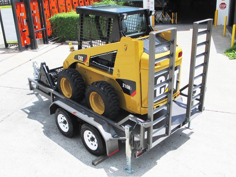 interstate trailers 4.5 ton plant trailer + caterpillar 216b.3 cat 216.b3 skid steer loader  [mcombo] [attrail] 234616 004