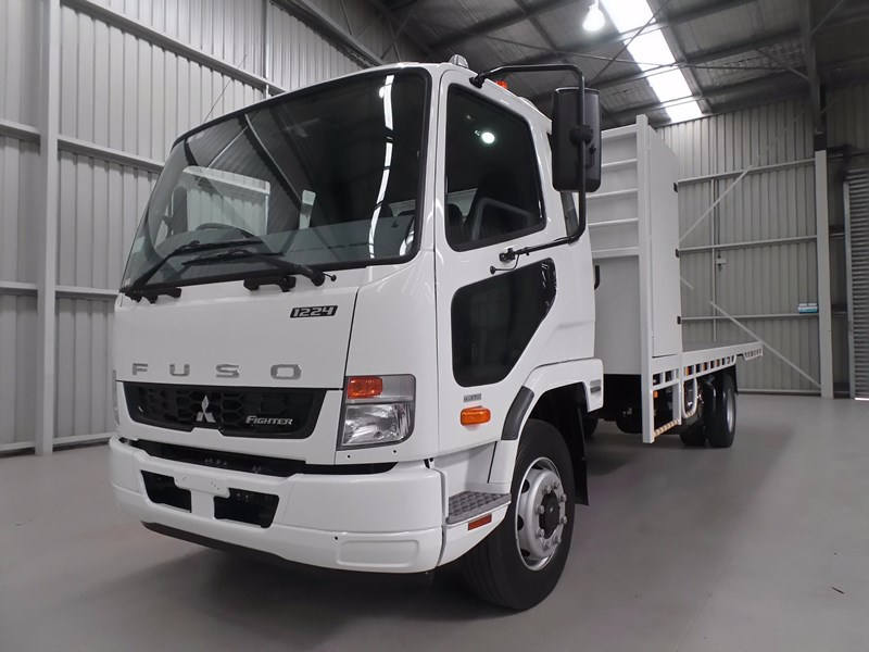fuso fighter 1424 432132 001