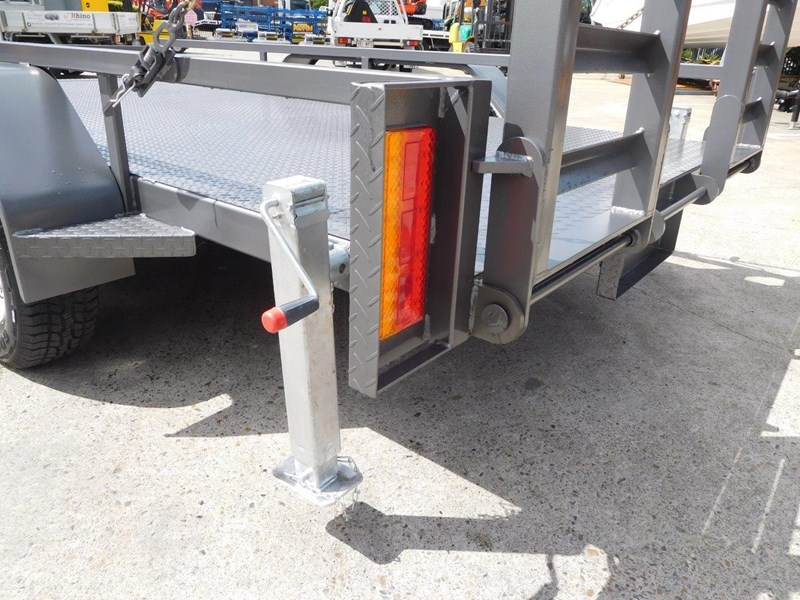 interstate trailers 4.5 ton plant trailer + case sr130 311887 015