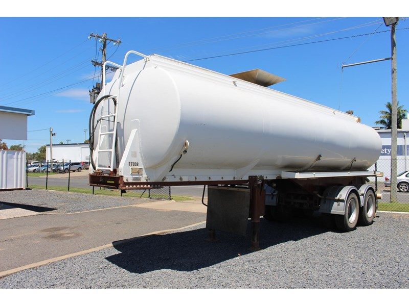 highgate tandem axle water tanker 433114 014