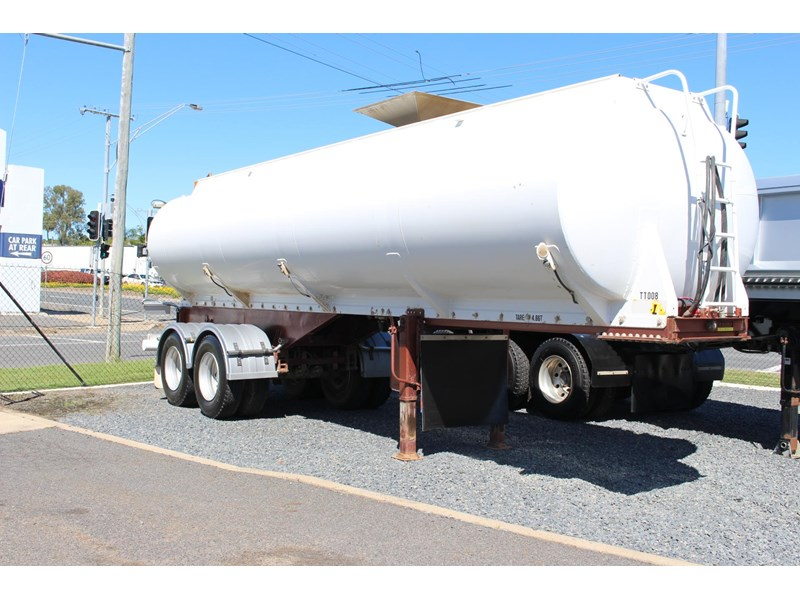 highgate tandem axle water tanker 433114 009