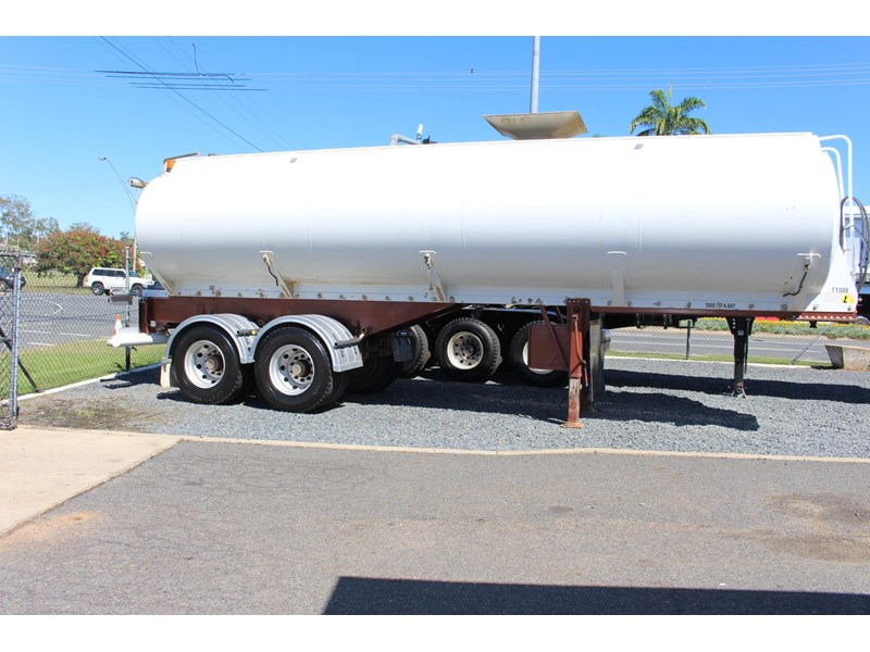 highgate tandem axle water tanker 433114 007
