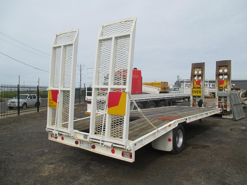 tag-a-long trailer with beaver tail 433519 001