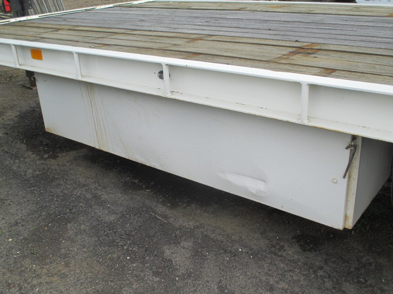 tag-a-long trailer with beaver tail 433519 008