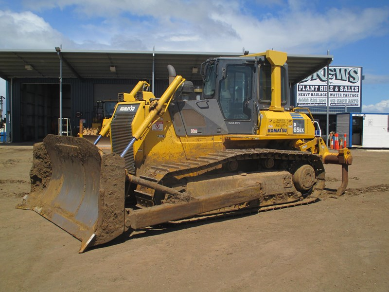 komatsu d65ex-15 dozer (also available for hire) 434804 003