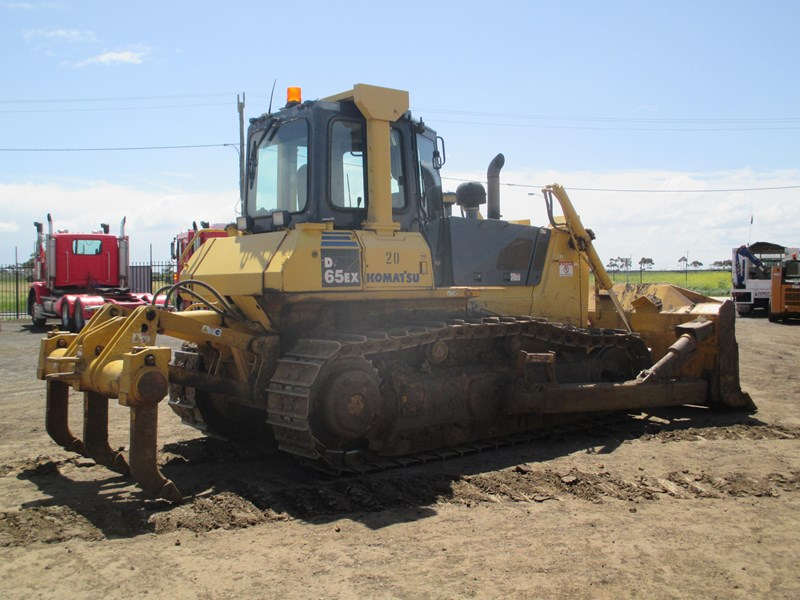 komatsu d65ex-15 dozer (also available for hire) 434804 004