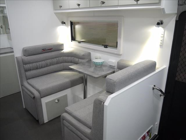 masterpiece caravans performance   19ft c/door 435459 007