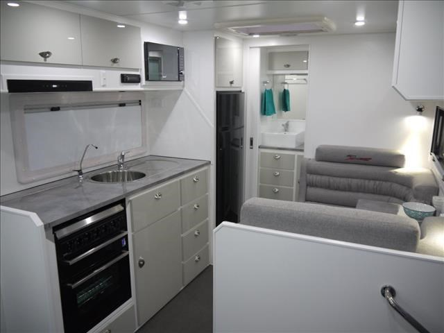 masterpiece caravans performance   19ft c/door 435459 011