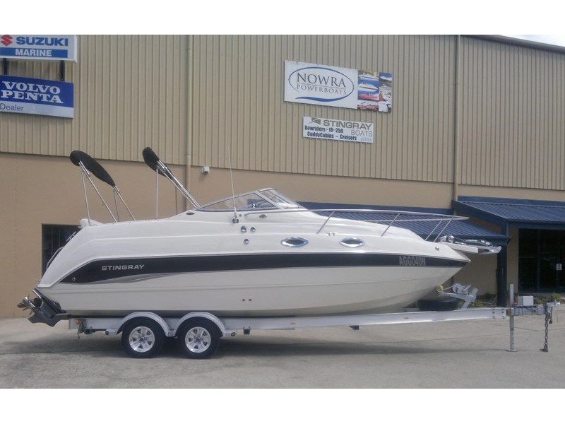 stingray 240cs cabin cruiser 435578 001