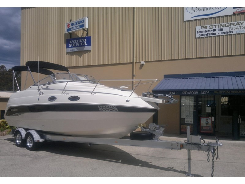 stingray 240cs cabin cruiser 435578 002