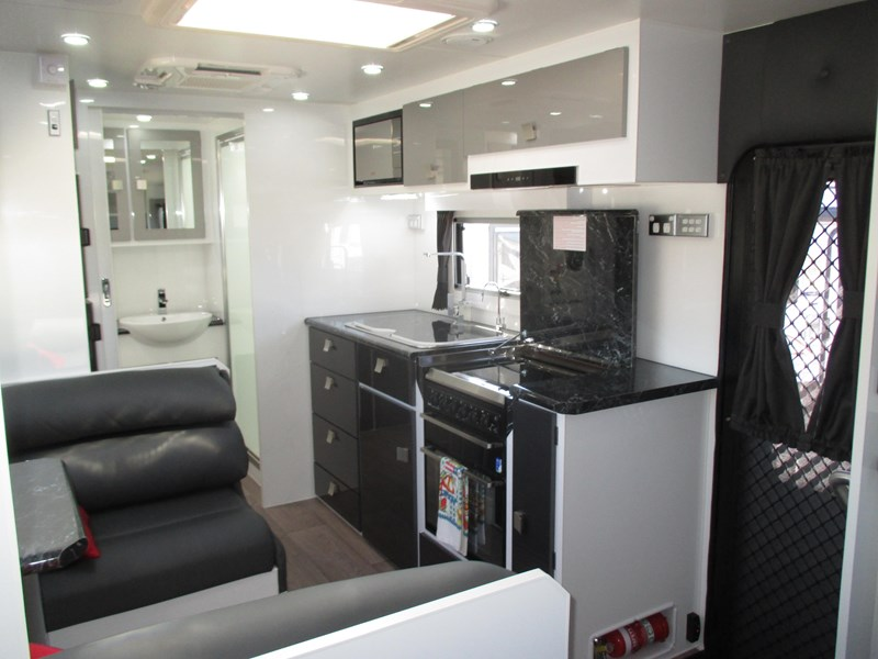 traveller 20' predator off road caravan...sold... 435878 021