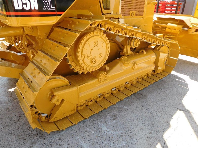 caterpillar #2217d cat d5 dozer d5n.xl bulldozer with ac cab & brush guard [low hours] [machdoz] 436684 016