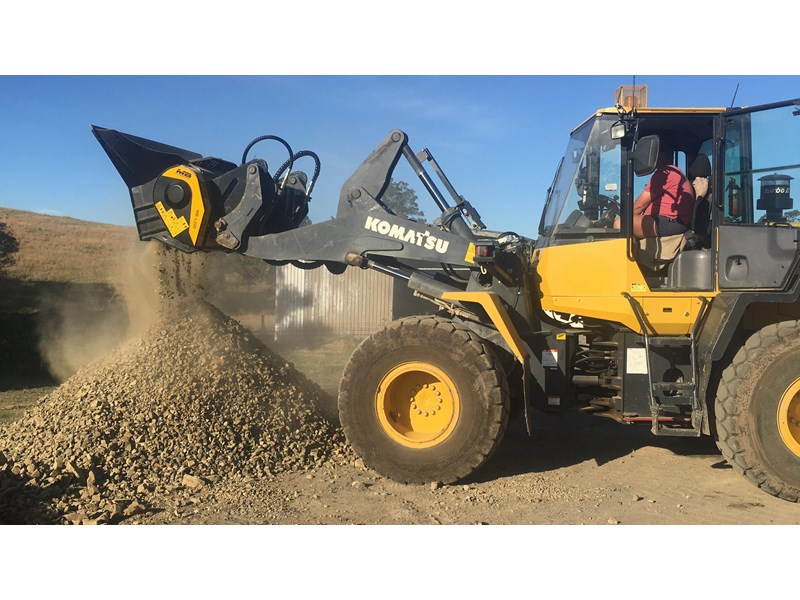 mb l-140 skid/loader crusher bucket by boss attachments 347350 006