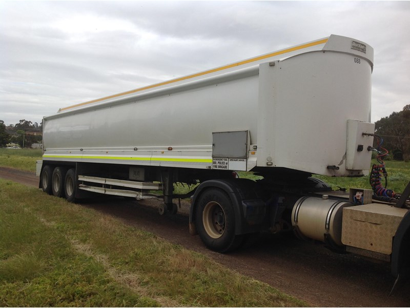 hockney triaxle fuel tanker with pump gear 435778 002