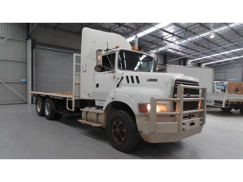 ford ln9000 411011 006