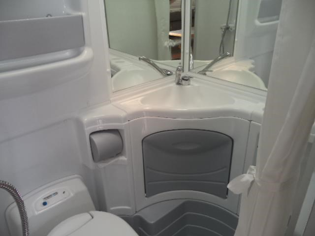cruiser rv custom (combo shower/toilet) queen bed 411413 034