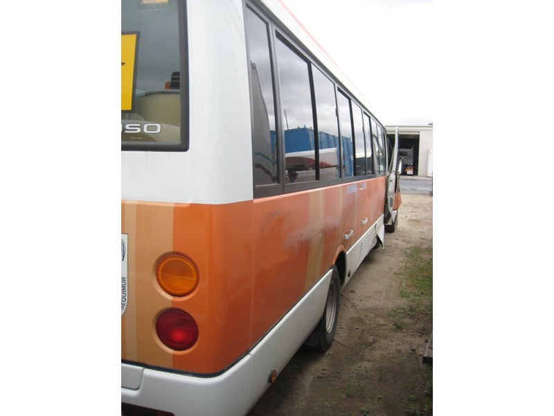 mitsubishi rosa buses various years & models - now wrecking 451578 009