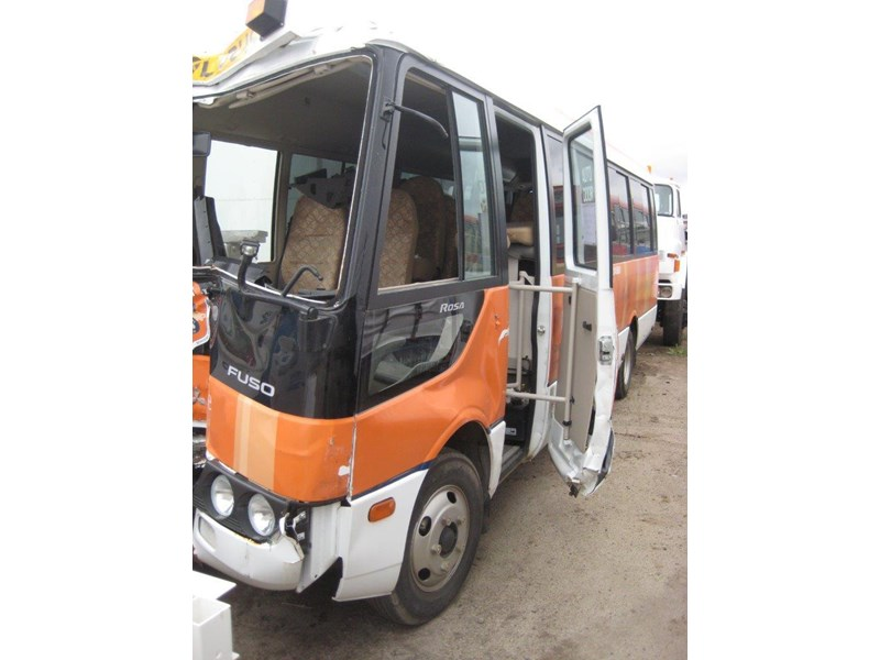 mitsubishi rosa buses various years & models - now wrecking 451578 012