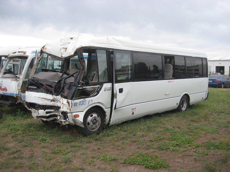 mitsubishi rosa buses various years & models - now wrecking 451578 005