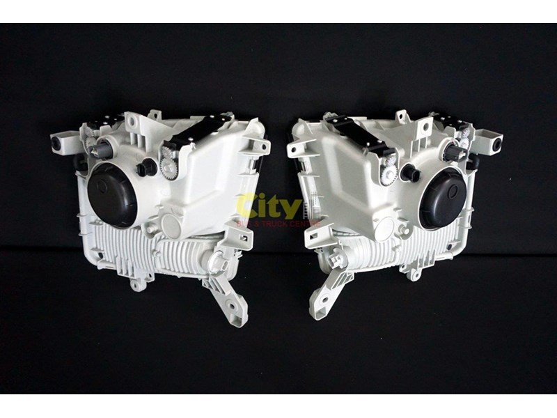 headlights suit mitsubishi fighter 2008 model onwards 452240 011