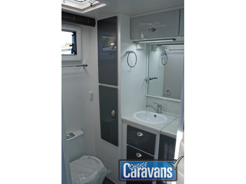 retreat caravans fraser 210r 453183 022